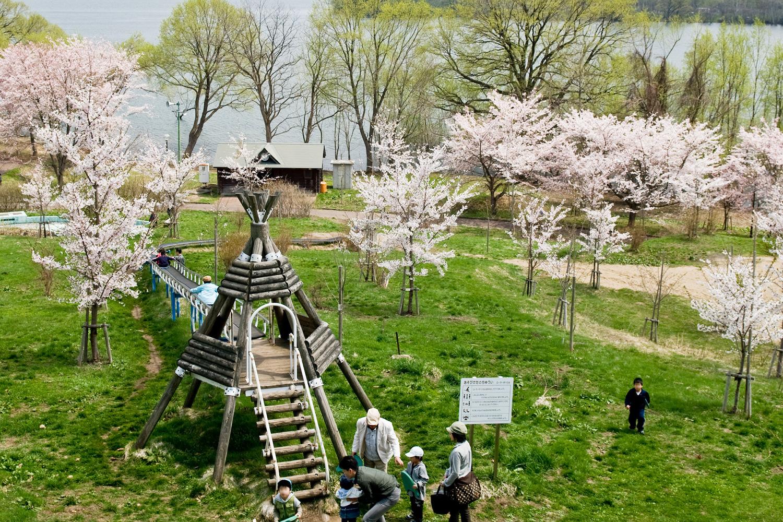 富士見湖公園的戶外舞台‧遊樂器材