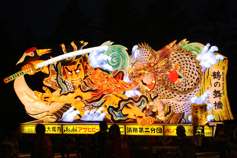 大型睡魔燈籠『津輕富士見湖傳說 鶴舞之橋』