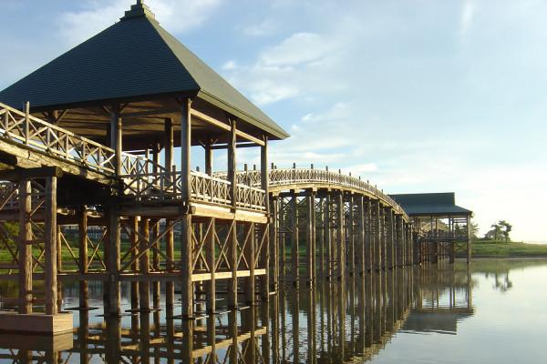 日本最長木造橋全長300m的鶴舞之橋