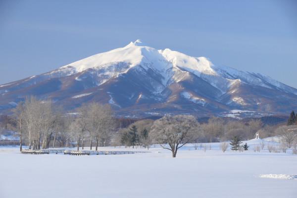 富士見湖公園的岩木山景色