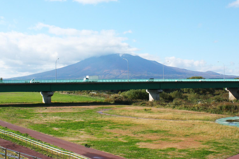 眺望著被稱作津輕富士的岩木山
