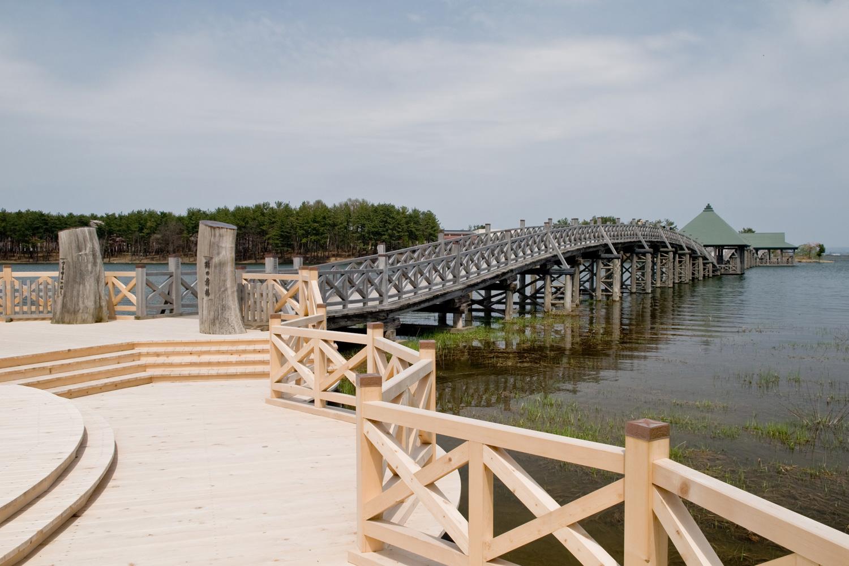 鶴舞之橋是日本第一的木造三重拱橋