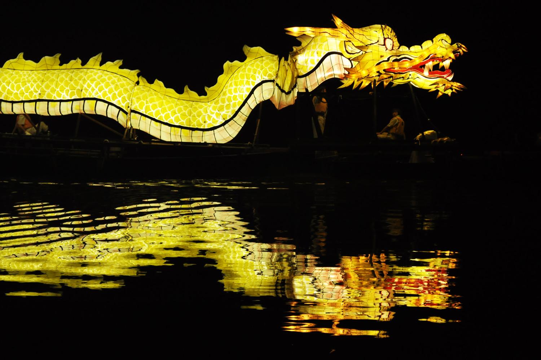 龍神船遊湖