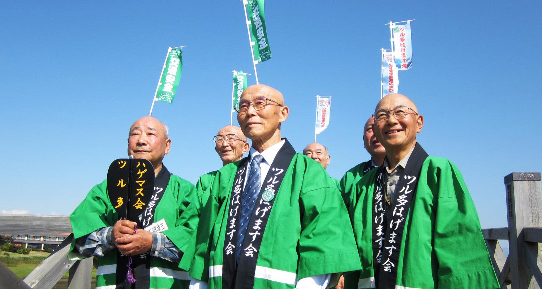 青森縣鶴田町的觀光宣傳活動! 「光溜溜禿頭協會」的禿頭吸盤拔河大賽
